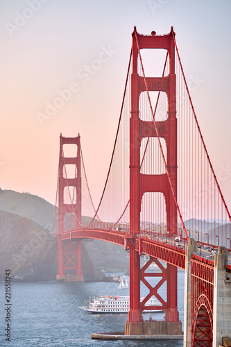 Foto op Plexiglas Amerikaanse Plekken Golden Gate Bridge at sunset, San Francisco, California