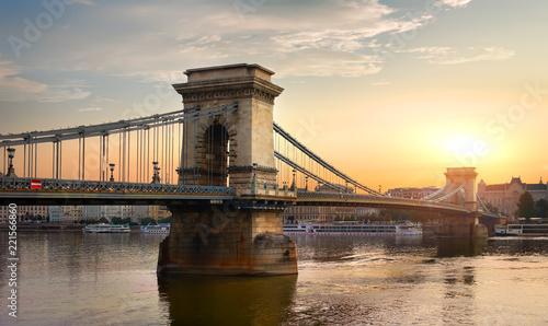 Papiers peints Con. ancienne Chain Bridge and sun