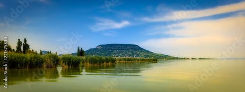 Fotografia Lake Balaton and a Hill in the background
