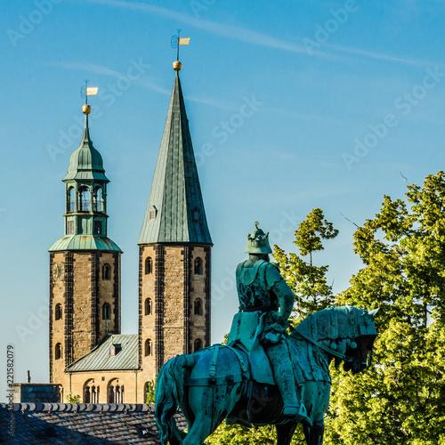 Photo Goslar Marktkirche und Barbarossa-Statue