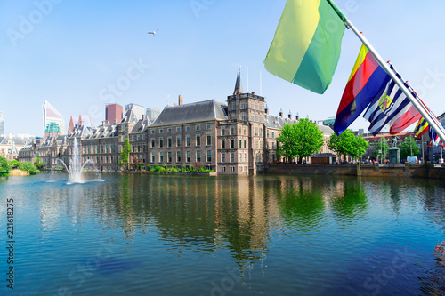 Papiers peints Con. ancienne Binnenhof - Dutch Parliament with Netherlands flags, The Hague, Holland
