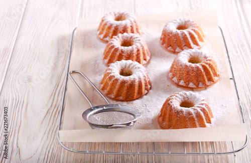 Mini bundt cakes with icing sugar Fototapet