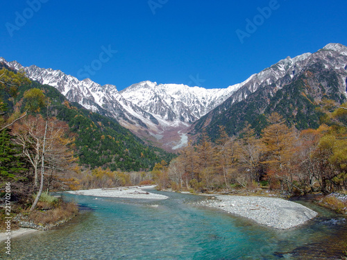 Keuken foto achterwand Alpen natural landscape view of japan alps mountain with green forest, blue river at Kamikochi Nagano.