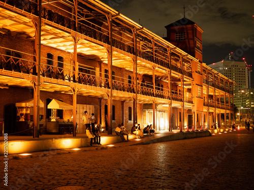 Fotobehang Parijs [都市景観]夜景 横浜 赤煉瓦倉庫