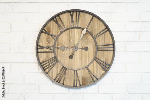 Obraz Clock in middle of wall - fototapety do salonu