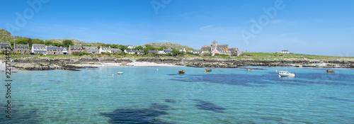 Fotografia Panorama of the village of Baile Mor, Isle of Iona, Scotland, UK, on a sunny day