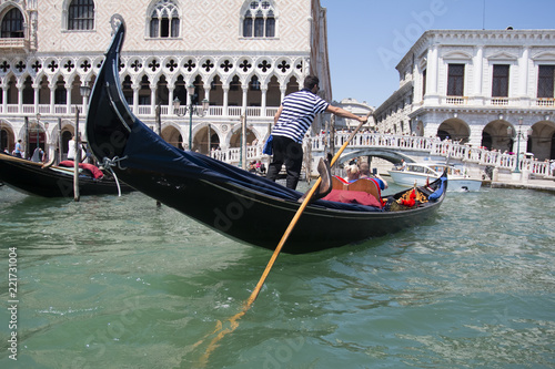 Stickers pour porte Venise VENICE, ITALY - AUGUST 29, 2018: Traditional narrow canal street with gondolas and old houses in Venice, Italy.