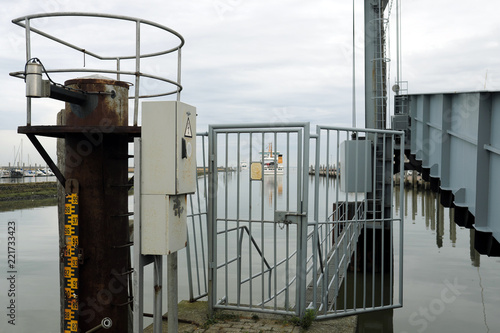 Keuken foto achterwand Noordzee Fähranleger in Norddeich Mole - Stockfoto