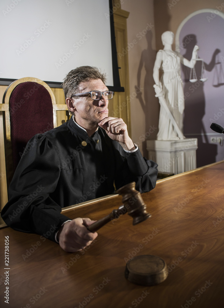 judge with a hammer in his hand in the court room Canvas-taulu