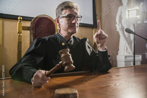 Valokuva  judge with a hammer in his hand in the court room