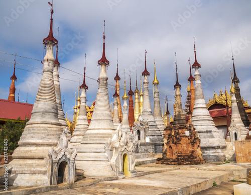 In de dag Bedehuis Shwe Inn Dain Pagoda, Inle lake, Myanmar