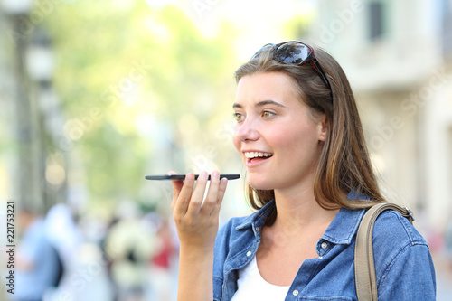 Fotomural Girl using voice recognition of the phone in the street