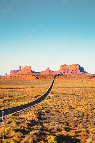 Tuinposter Verenigde Staten Classic highway view in Monument Valley at sunset, USA