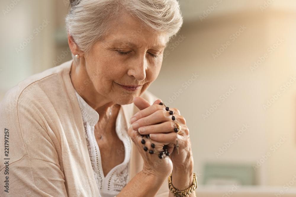 Fototapety, obrazy:  Senior woman praying