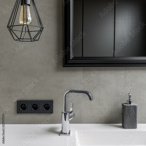 Fotomural Gray bathroom with black mirror