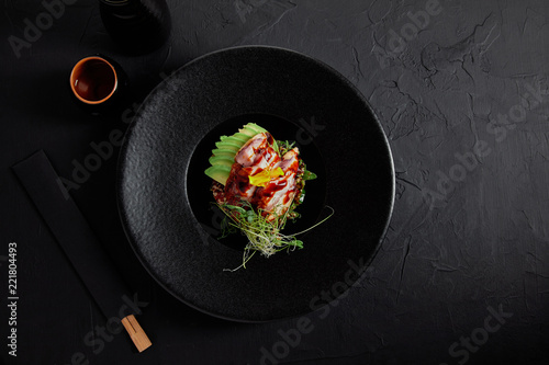 Photo top view of delicious traditional japanese dish with seafood, avocado and herbs