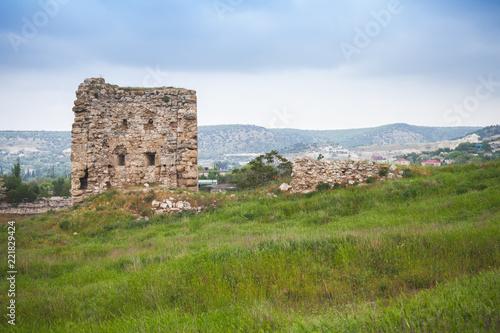 Foto  Ancient fortress in Inkerman, Crimea
