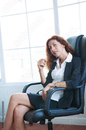 Fotografía  Portrait of young beautiful woman in office  chair