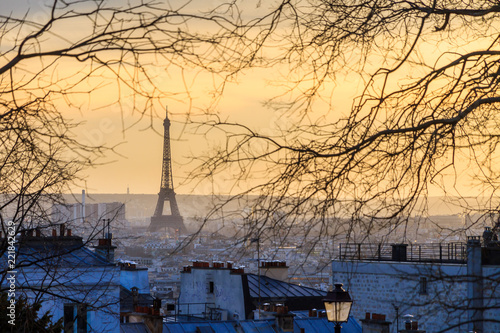 Paris sunset cityscape with the Eiffel tower seen from Montmartre in winter Canvas-taulu
