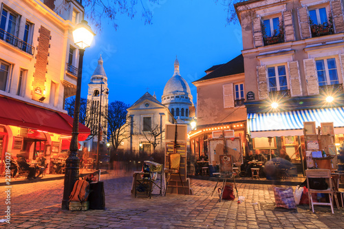 Fototapeta Beautiful evening view of the Place du Tertre and the Sacre-Coeur in Paris, Fran