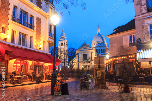 Obraz na plátně Beautiful evening view of the Place du Tertre and the Sacre-Coeur in Paris, Fran