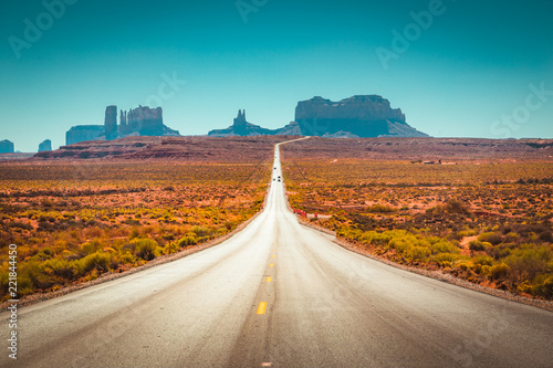 Staande foto Centraal-Amerika Landen Classic highway view in Monument Valley, USA