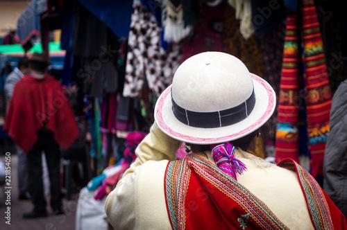 Spoed Fotobehang Zuid-Amerika land Tenue traditionnelle équatorienne