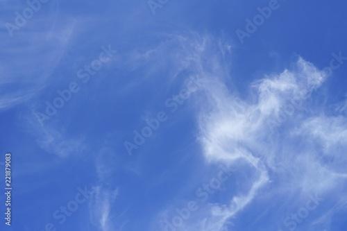 Foto  Wolkenstrukturen auf blauem Himmel