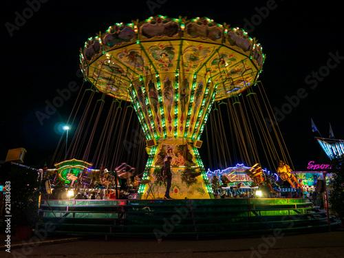 Zdjęcie XXL Nocne targi w Bawarii z mnóstwem zabawy w neon