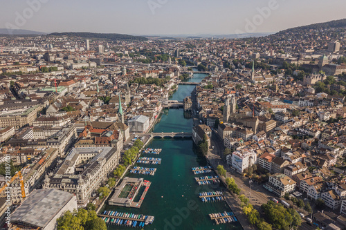 Papiers peints Con. ancienne Cityscape of Zurich, the biggest city in Switzerland. Aerial view