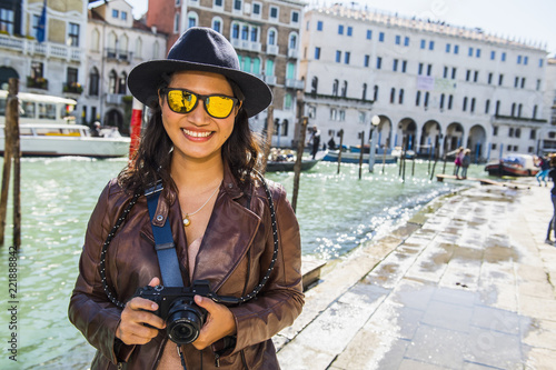 woman with digital mirrorless camera at the grand canal in Venice