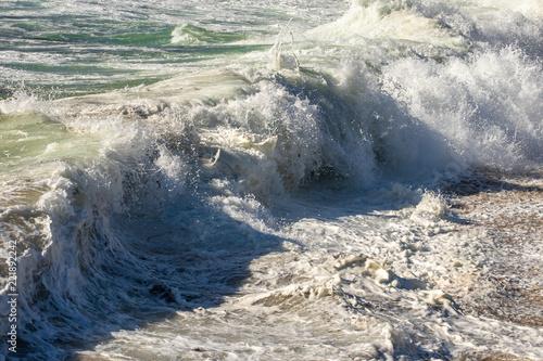 Fotografie, Obraz  un rouleau de vague qui s'écrase avec de l'écume