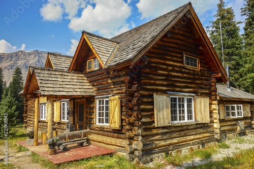 Foto  Skoki Ski Lodge, a National Historic Site of Canada, built in 1930 in the Skoki