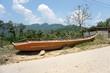 canoa en la carretera