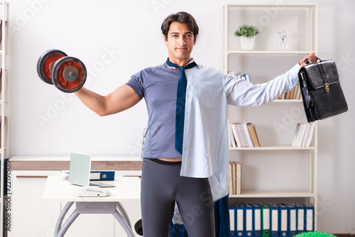 Employee combining work and healthy lifestyle