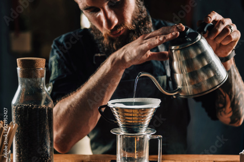 Obraz Barista Making Calita Drip Brew Coffee - fototapety do salonu