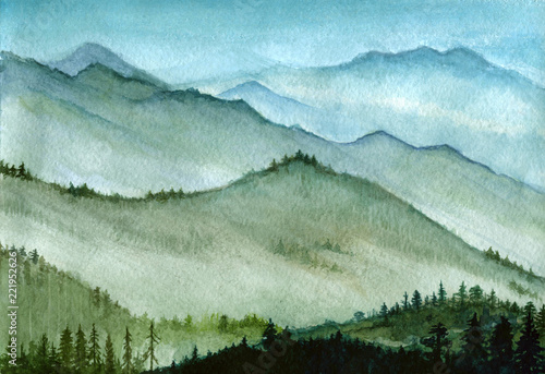 akwarela-rysowane-recznie-ilustracja-wysokie-gory-z-lasem-we-mgle