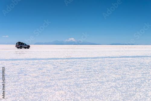 Poster Centraal-Amerika Landen 4x4 car in Salar de Uyuni (Uyuni salt flats), Potosi, Bolivia