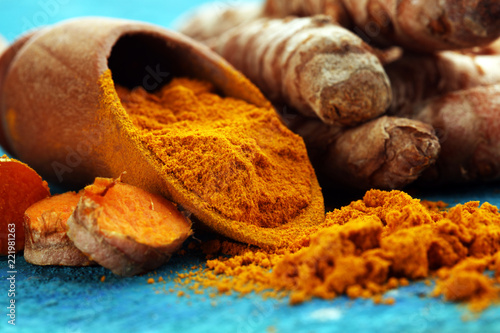 Foto op Aluminium Aromatische Turmeric powder and fresh turmeric on rustic background