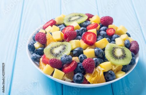 Keuken foto achterwand Vruchten Fresh fruit and berries salad