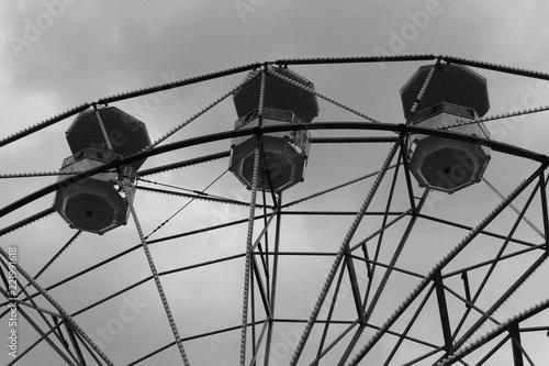 Tuinposter Amusementspark Ruota panoramica in inverno