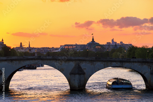 Fototapeta Beautiful vibrant sunset over the river Seine in Paris, France, with a tourist c