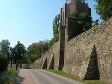 Dzierżoniów (niem. Reichenbach) - Obronne Mury Miejskie Z XIII W.