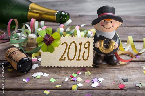 Photo  Silvesterkarte mit Konfetti Kleeblatt und Schornsteinfeger 2019 Happy New Year F