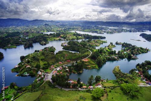 In de dag Zuid-Amerika land Guatape Lake (El Penol) in Antioquia, Colombia, South America