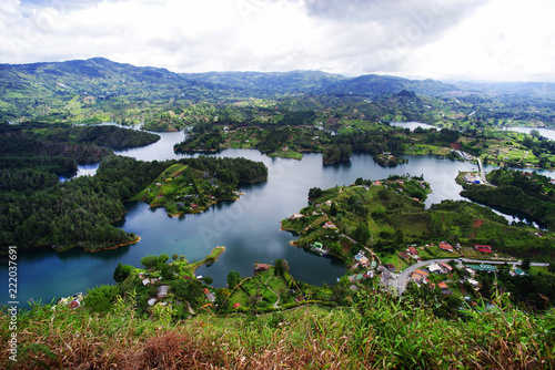 In de dag Zuid-Amerika land Guatape Lake in Antioquia, Colombia, South America
