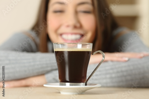 Valokuvatapetti Happy woman looking at coffee cup