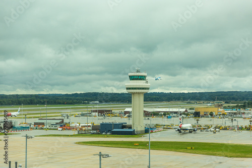 Foto op Aluminium Luchthaven GATWICK, WEST SUSSEX, ENGLAND - August 2018: Control tower at Gatwick Airport