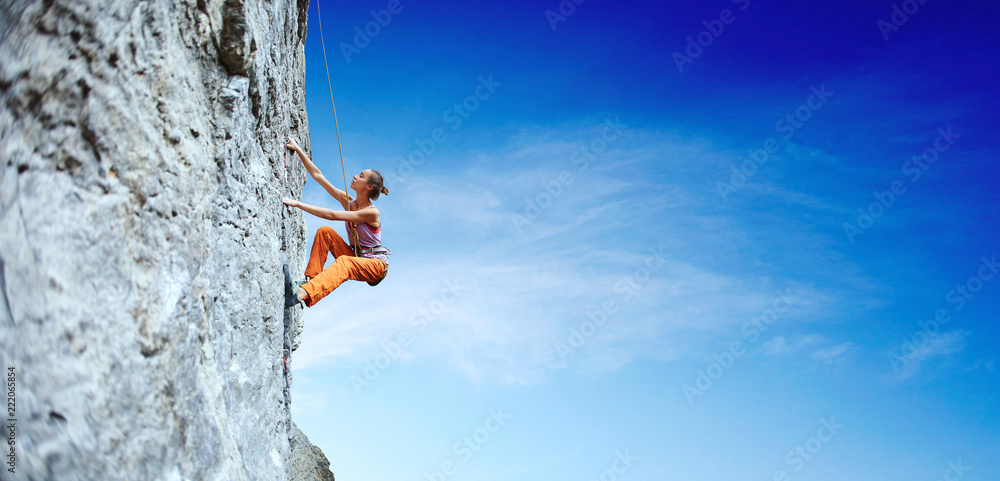 Fototapety, obrazy: young slim woman rock climber climbing on the cliff
