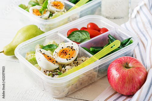 Foto op Plexiglas Assortiment Vegetarian meal prep containers with eggs, brussel sprouts, green beans and tomato. Dinner in lunch box